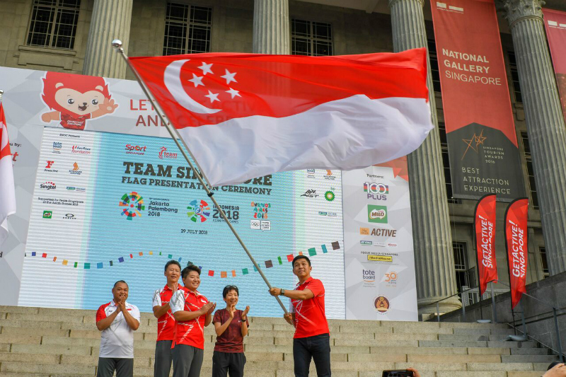 SNOC President Tan Chuan Jin with the Singapore Flag
